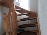 Haus: Treppe in das Obergeschoss