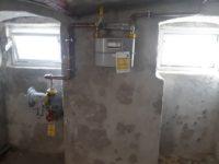 Keller mit Versorgungsleitungen