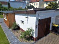 Blick Garage Holzhaus