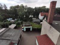 Blick vom Balkon auf Grundstück